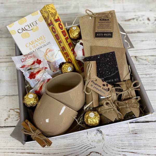 подарочный набор кофе с чашечками и сладостями