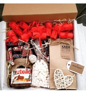 Кофе в подарок со сладостями и записочками