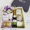 Подарок девушке с цветами и шампанским