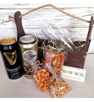 Пиво и снеки с бокалом в подарок парню