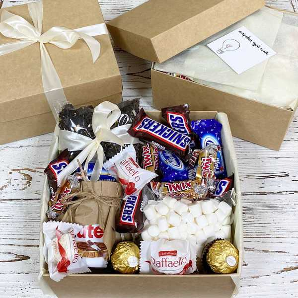Подарочная коробка сладостей