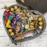 Набір солодощів і мініпляшечок в серці для чоловіка