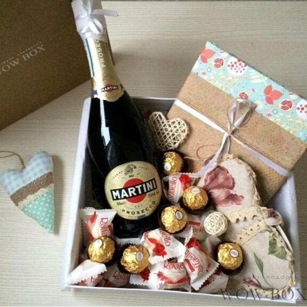 Подарунок дівчині з шампанським та кулінарною книгою Жіночі подарункові набори - 2