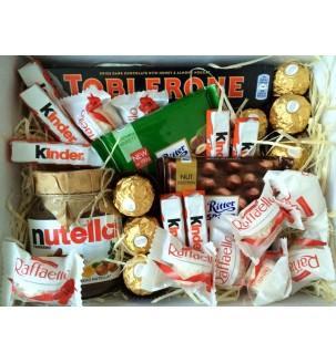 Багато цукерок в подарунковій коробці WOW BOX