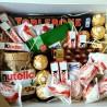 Много сладостей в подарочной коробке WOW BOX