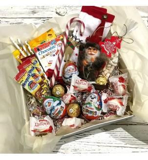 Новорічна коробка солодощів