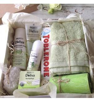 Набір косметики DOLIVA в подарунок дівчині