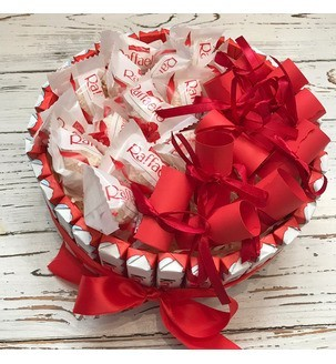 тортик з кіндерів і Рафаелло з записочками Подарунки - 4