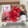 Что подарить девушке романтичного - вино и свечи