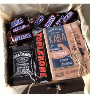 Подарунковий бокс з віскі, кавою і снікерсами №253