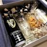 Пиво в подарок с записочками пожеланиями